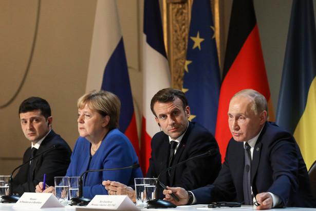 Emmanuel Macron i Angela Merkel przedstawią dziś unijnym partnerom relację z postępów we wdrażaniu przez Rosję i Ukrainę porozumień rozejmowych.