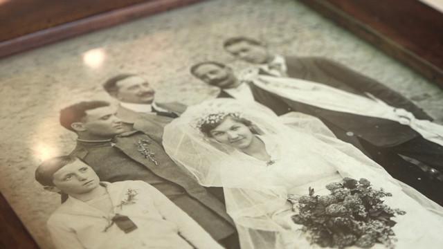 Slika sa venčanja, zajedno sa deverom i kumom
