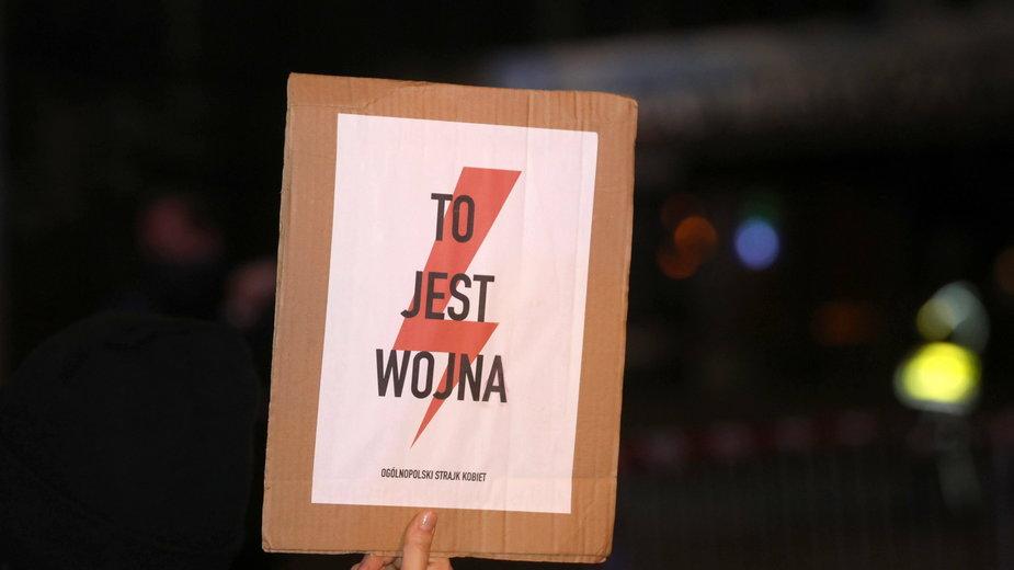 Strajk Kobiet. Wrzucił post o proteście. Sprawa 14-latka trafi przed sąd