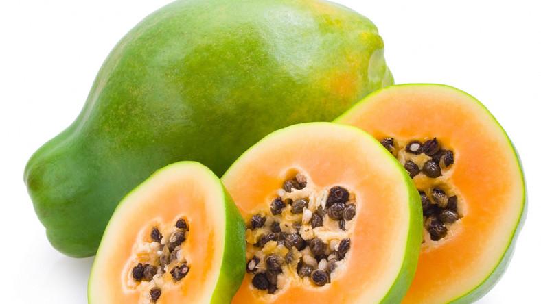 Smakosze papai cenią owoc za lekko gorzkawy smak. Podkreślają, że należy wybierać owoc w wyraźnie pomarańczowym, a nawet lekko czerwonym kolorze, nieco miękki. Lekarze zachwalają prozdrowotne właściwości papai