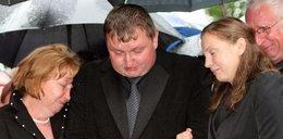 Ból żony Leppera, łzy rodziny. Zdjęcia z pogrzebu lidera Samoobrony