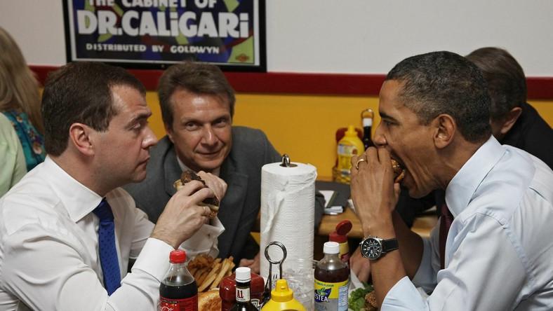 Prezydenci Miedwiediew i Obama podpisali nowy układ START w kwietniu 2010 r.