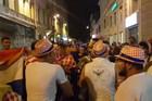 """""""ĐURĐEVDAN"""" GRMEO U HRVATSKOJ """"Vatreni"""" proslavili pobedu uz """"jugo"""" i pesmu /VIDEO/"""