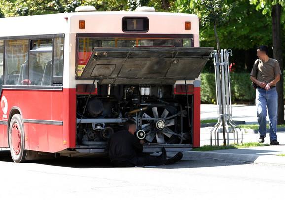 Samo se zna da je autobus bio crven