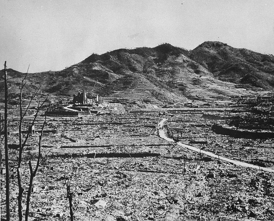Nagasaki po wybuchu bomby 9 sierpnia 1945 roku