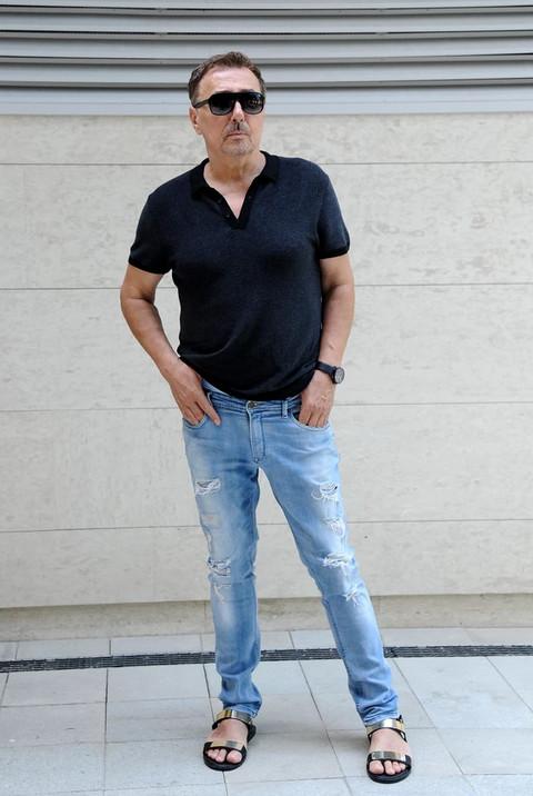 Keba je svoje nalakirane nokte prošetao u zlatnim sandalama: Čik pogodite koliko one koštaju! FOTO