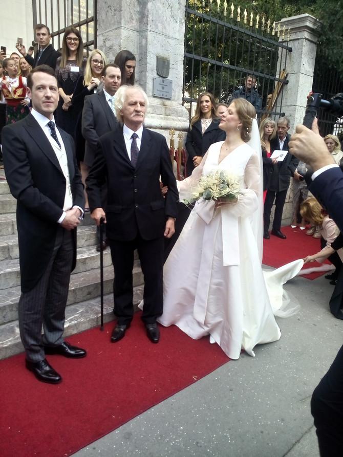 Ponosna buduća pricneza Danica Marinković sa ocem Milanom Ciletom Marinkovićem i budućim suprugom princom Filipom Karađorđevićem