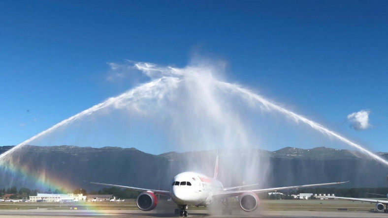 On Thursday, Kenya Airways touched down at the Genève airport in Geneva Switzerland to a warm welcome complete with a water cannon salute.