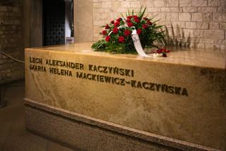 Jarosław Kaczyński odwiedził Wawel. Zwolenników i przeciwników rozdzialała policja