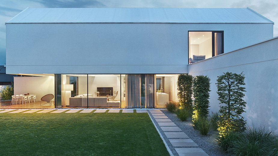 Minimalistyczny dom pełny światła
