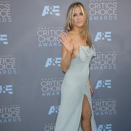 Odważna kreacja Jennifer Aniston na rozdaniu nagród. Za odważna?