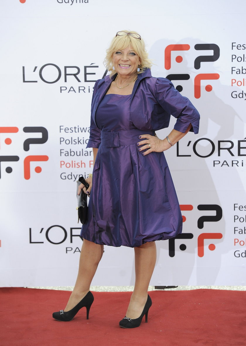 Dorota Stalińska w fioletowej sukience
