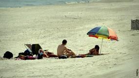 Plaże nudystów wciąż są modne. A na nich...