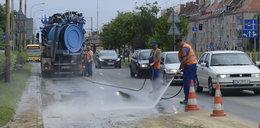 Wrocław. Naprawiają wodociąg przy Hallera. FILM!