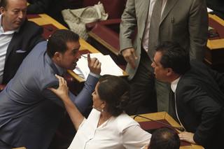 Parlament przyjął pakiet reform oszczędnościowych. Grecja może starać się o nową pożyczkę