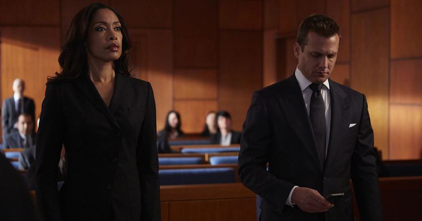 """Jessica (po lewej), szefowa kancelarii prawniczej w serialu """"Suits"""", to przykład opanowania w kryzysowych sytuacjach"""