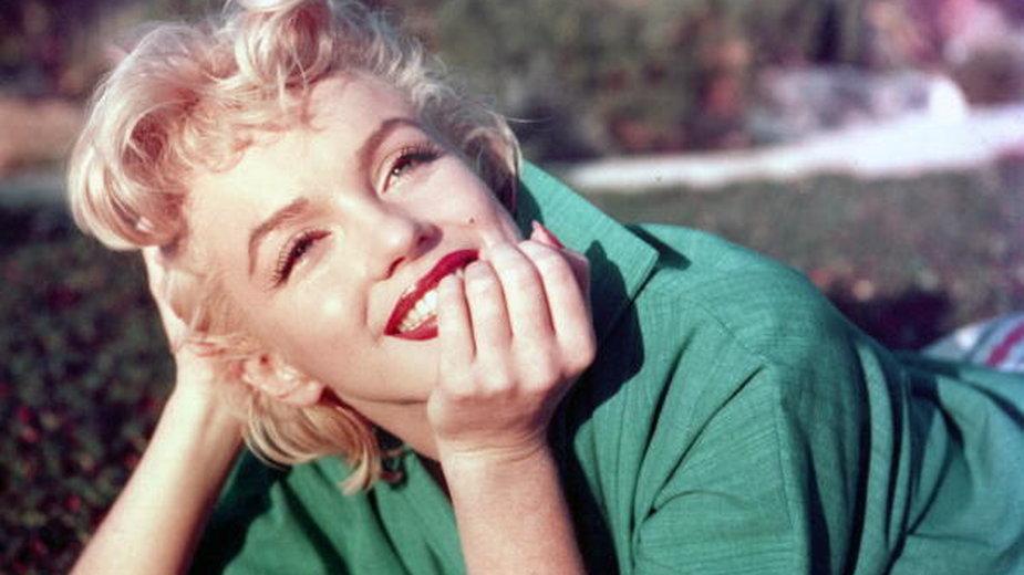 Marilyn Monroe podczas sesji zdjęciowej w 1954 roku