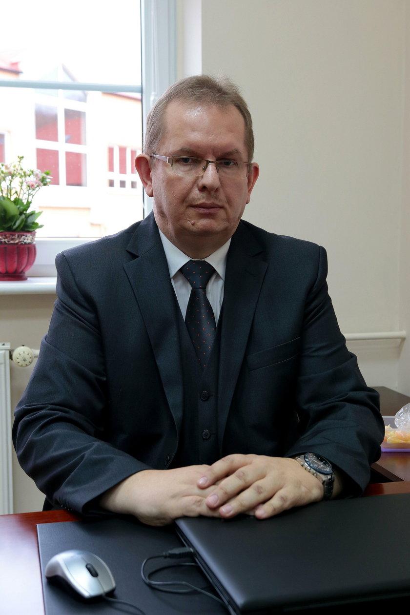 Piotr Litwiun, dyrektor  gimnazjum jest wstrząśnięty wydarzeniami w jego szkole