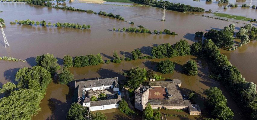 Powodzie niszczą Europę, a oni traktują to jak rozrywkę. Sypią się mandaty!