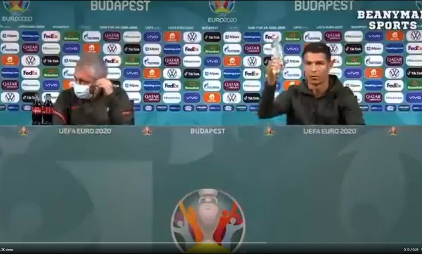 Cristiano Ronaldo na konferencji prasowej postanowil zareklamować.... wodę.