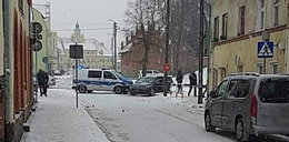 Szokujące sceny w Olsztynku. Złodzieje próbowali rozjechać policjantów. Padły strzały