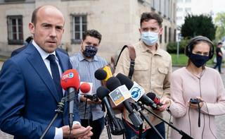 KO wzywa Morawieckiego, by 'przestał prężyć muskuły' i zaakceptował budżet UE