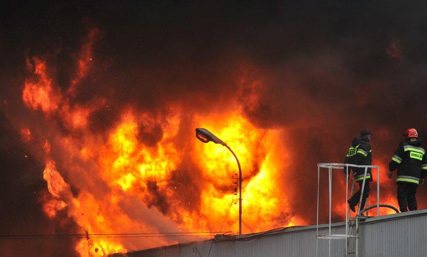 Pożar hal w Łodzi
