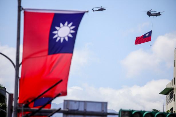 Flaga Tajwanu w czasie święta państwowego. Tajpej, Tajwan. 10.10.2021