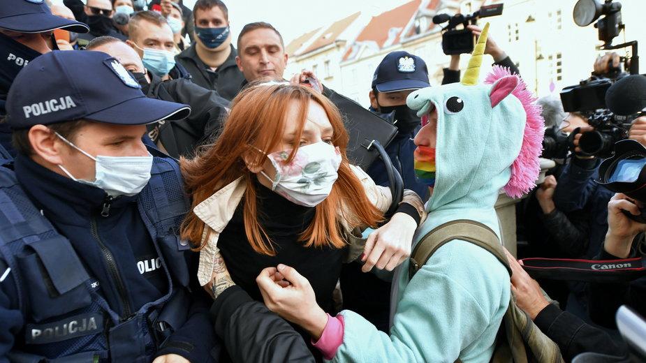 Zdjęcie z protestu przeciwko zaostrzeniu prawa aborcyjnego. Warszawa, 25.10.2020 r.
