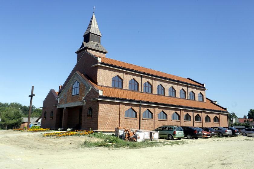 Nowo wybudowana parafia w Wojanowie. Teraz nie ma tu już miejsca dla Wojtka