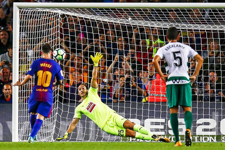 Lionel Mesi, FK Barselona, Marko Dmitrović