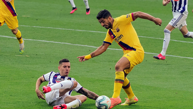 Luis Suarez (z prawej)