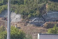 Potporni zid na Koridoru 10 juče se delimično obrušio, a danas se POTPUNO SRUŠIO (VIDEO)