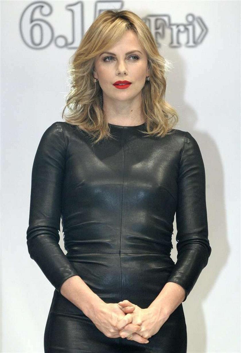 Charlize Theron skórzana sukienka