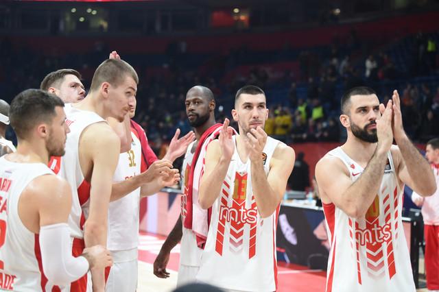Košarkaši Zvezde pozdravljaju navijače