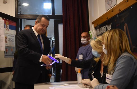 Ivica Dačić na glasanju