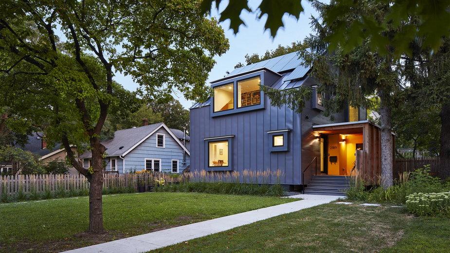 Geometryczny dom jednorodzinny. Jest funkcjonalny, ekologiczny i tani w budowie!