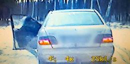 Szaleńcza ucieczka przed policją. 20-latek wyskoczył z auta