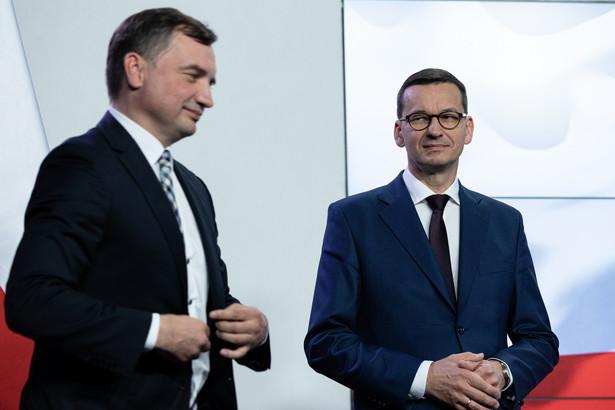 Według naszego rozmówcy, druga płaszczyzna sporu sprowadza się do znanych już prób utrącenia Morawieckiego przez Ziobrę