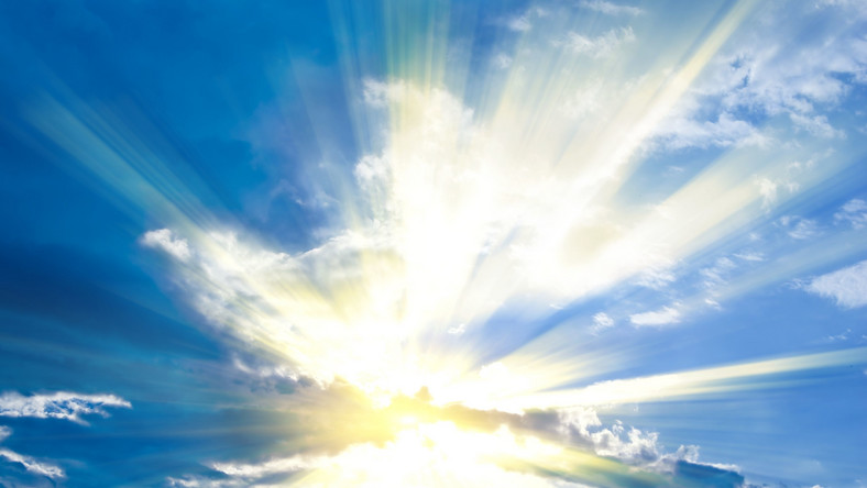 Słońce za chmurami
