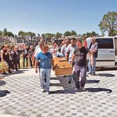 MISTERIJA UBISTVA NA IMANJU GAZDA RAJE Policija češlja Jabukovac i danju i noću, istraga se širi i na SUSEDNA SELA