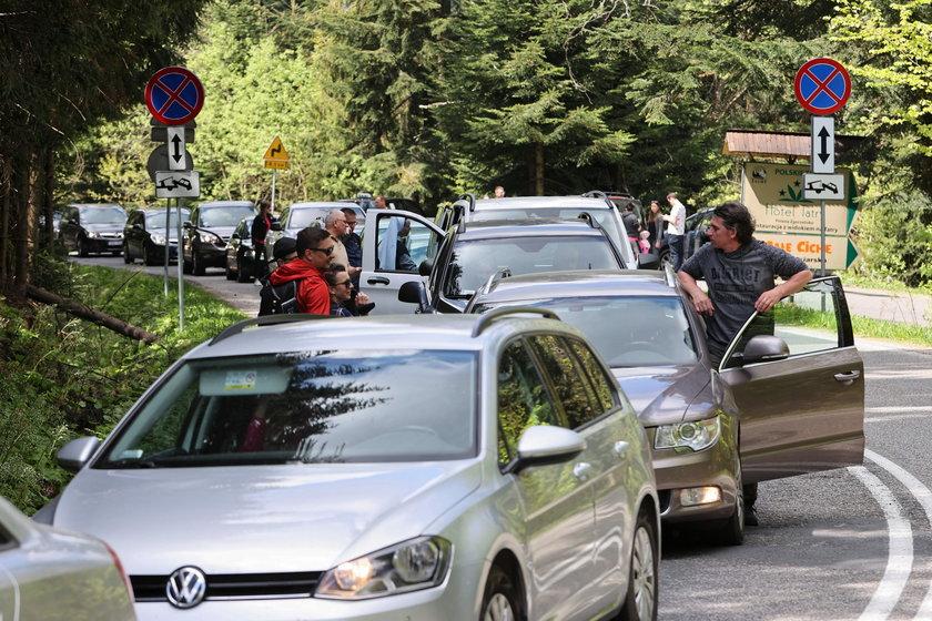 Szaleństwo! Pół Polski zwaliło się do Zakopanego. Tłok, korki i wściekli urlopowicze.