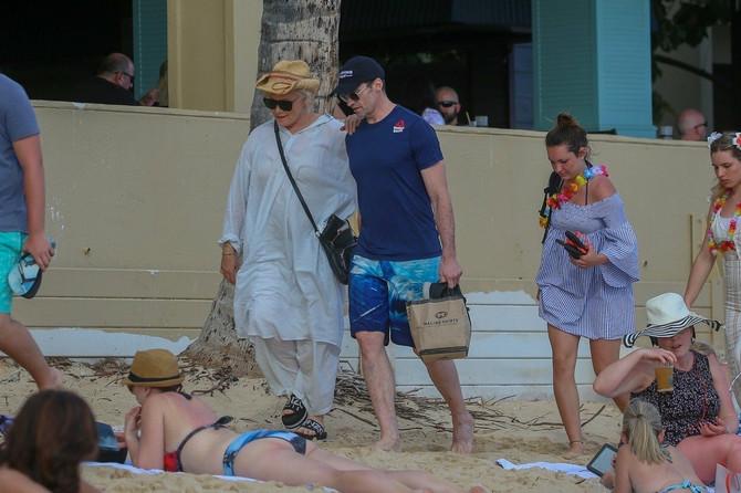 Debora Furnes i Hju Džekman na Havajima