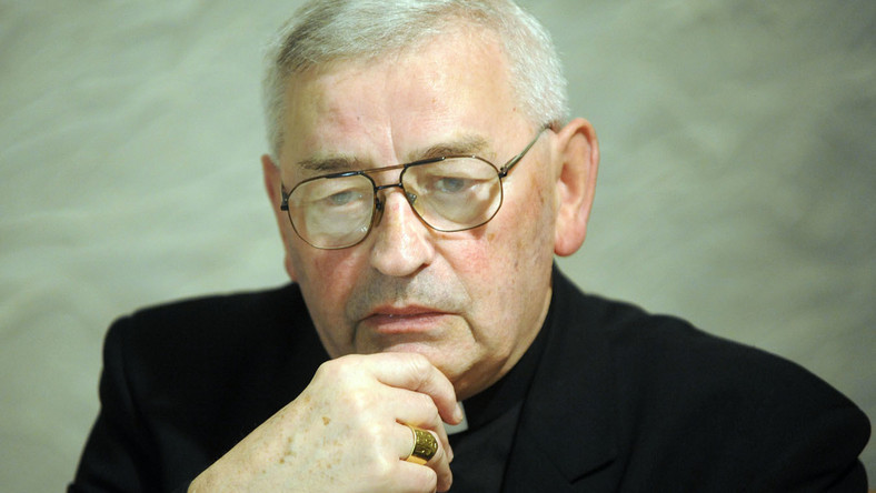 Bp Pieronek: Uszanujmy żałobę narodową