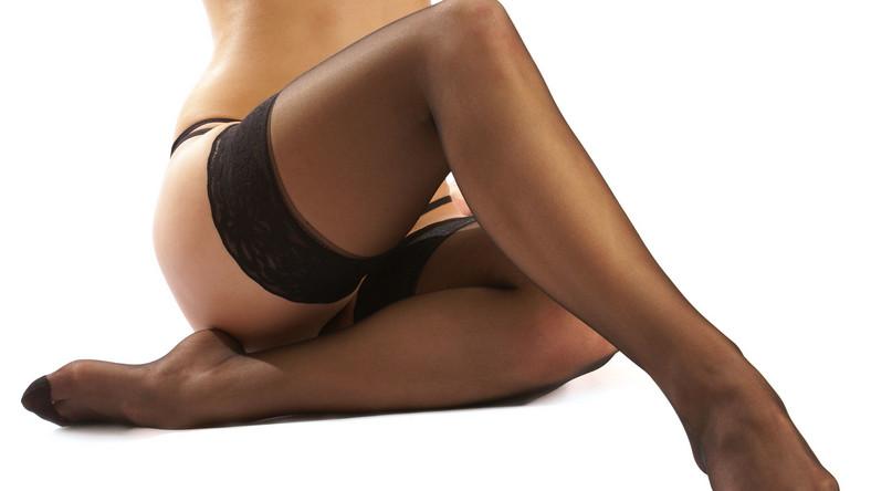 Takie działanie mają rajstopy lecznicze przeciwżylakowe, stosowane profilaktycznie przy tendencjach do występowania żylaków lub gdy są one już widoczne. Zaletą tych rajstop jest ich uciskowe działanie usprawniające mikrokrążenie krwi w nogach i wspomagające pracę mięśni łydek. A ponieważ uciskają, kiedy mamy je na sobie, w naturalny sposób kształtują też nasze nogi. – Te rajstopy są profilaktyką dla kobiet, które po całym dniu mają przykre dolegliwości w postaci opuchnięcia, pieczenia i ciężkości nóg. Szybko przynoszą ulgę i zapobiegają rozwojowi choroby – mówi Tomasz Nasierowski, ekspert marki Veera.