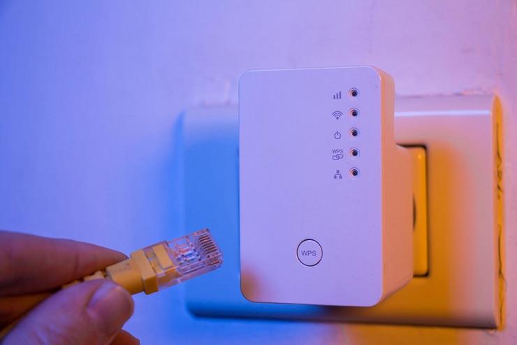 wifi shutterstock 796754371