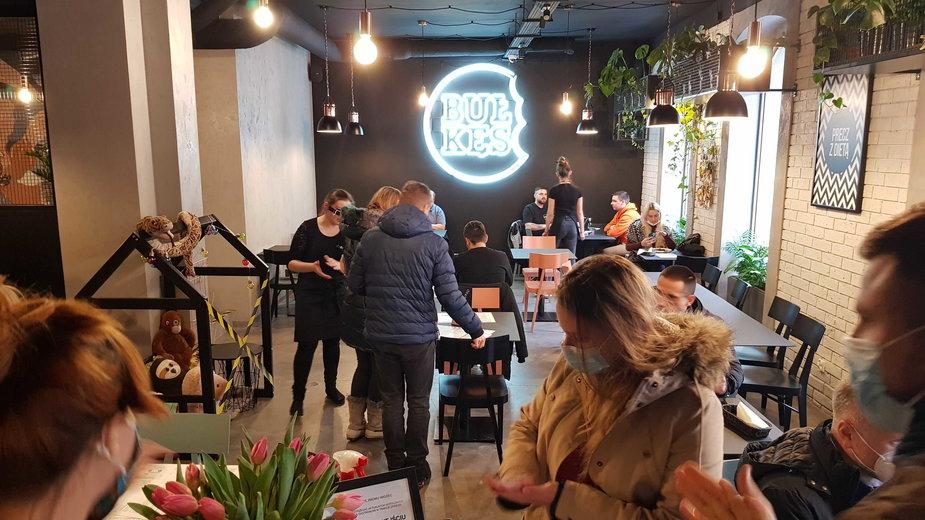 Bunt restauratorów w Katowicach. Burgerownia otwarta mimo zakazu