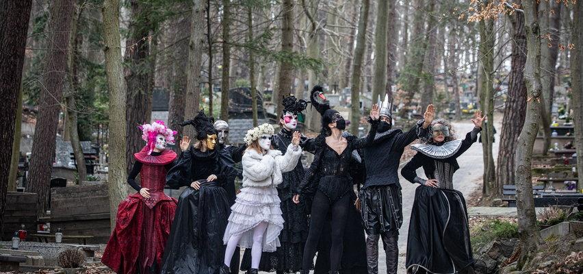 Pożegnanie twórcy Teatru Szekspirowskiego. Poruszające zdjęcia. Aktorzy zrobili to przejmująco...