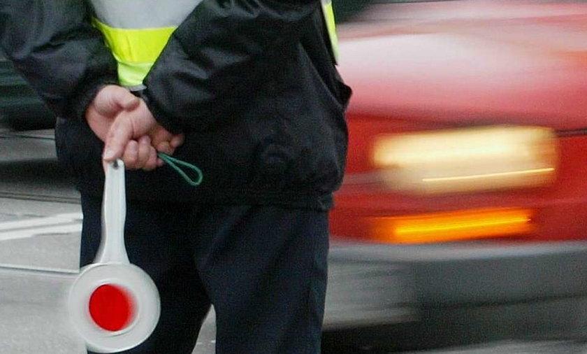 Pijany kierowca potrącił policjanta