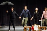 """Ruski glumci kao Nušićevi junaci: Slika sa probe """"Ožalošćena porodica"""" koju u Volkov teatru postavlja Milan Nešković"""